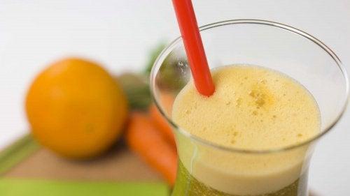 Χυμός από καρότο, πορτοκάλι και μαϊντανό για απώλεια βάρους