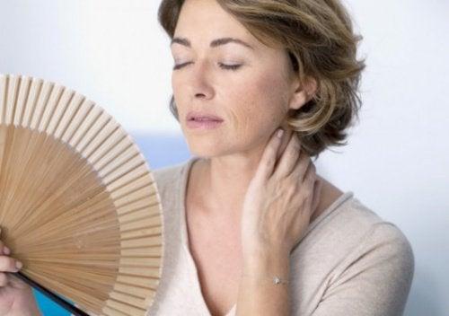 γυναίκες με πυκνούς μαστούς