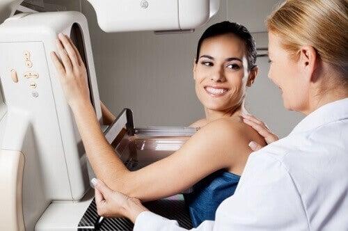Τι πρέπει να προσέξουν οι γυναίκες με πυκνούς μαστούς
