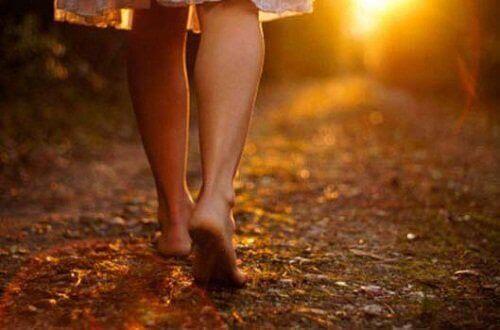 γυναίκα που περπατάει