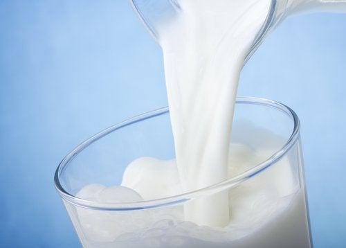 Μαύροι κύκλοι - Γάλα σε ποτήρι