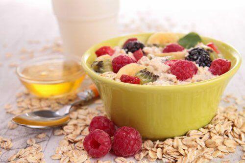 Πλήρες και υγιεινό πρωινό με βρώμη για τον υποθυρεοειδισμό
