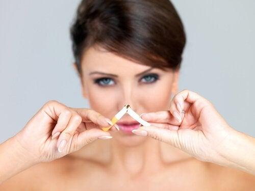 συμβουλές για να μειώσετε τις ρυτίδες - κάπνισμα