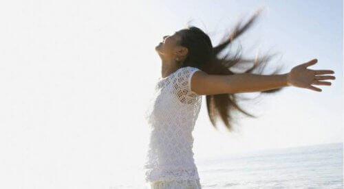 Γυναίκα ελκυστική - Γυναίκα χαρούμενη