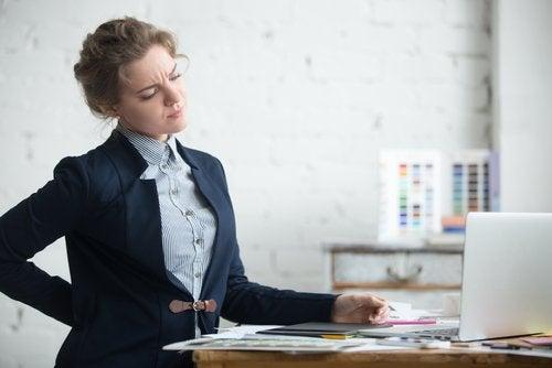 γυναίκα στο γραφείο