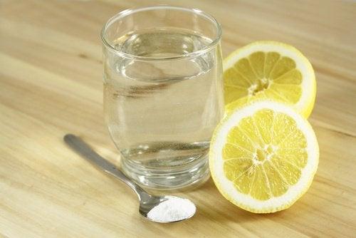 απομακρύνετε τη σκουριά με αλατι και λεμονι