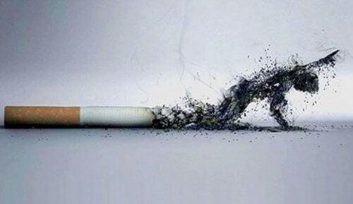 5 τρόποι με τους οποίους η διακοπή του καπνίσματος βελτιώνει την εξωτερική σας εμφάνιση