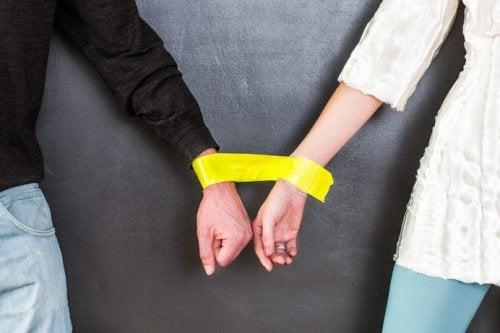 8 ερωτήματα που πρέπει να θέσετε στον εαυτό σας πριν ξεκινήσετε μια καινούργια σχέση