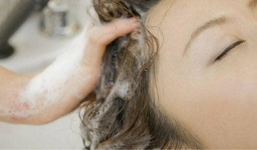 Λούζατε τα μαλλιά σας με λανθασμένο τρόπο όλη σας τη ζωή