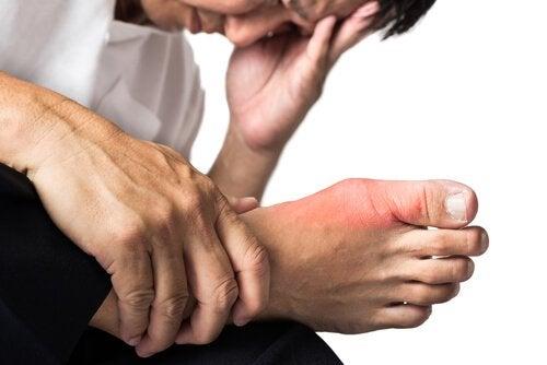 Πόνος στις αρθρώσεις - Άνδρας με ποδάγρα