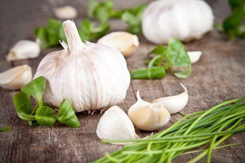 9 τροφές που καθαρίζουν τις αρτηρίες σας σκόρδο