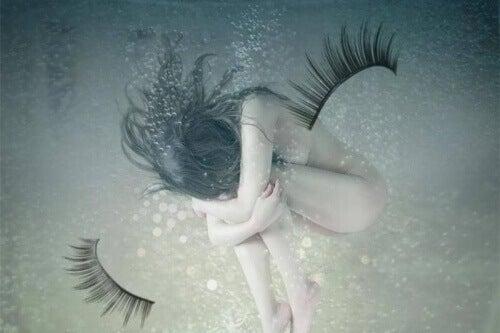 αίσθημα ενοχής και θλίψης  πληγώνουμε τον εαυτό μας