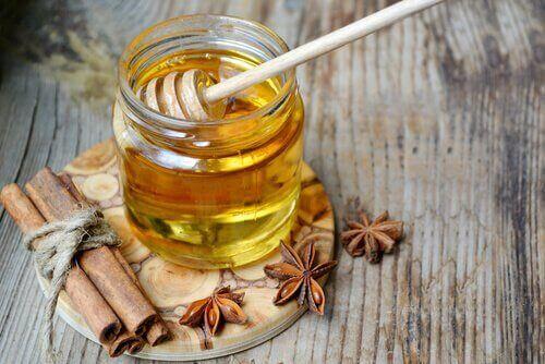 ευεργετικά οφέλη θεραπείας με μέλι και νερό
