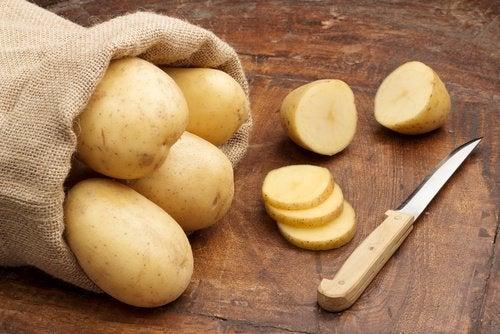 δουλειές του σπιτιού: - πατάτα για τρίψιμο κατσαρόλας