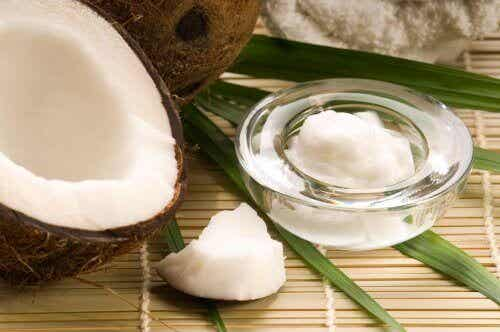 Λάδι καρύδας: ένα πολύτιμο φυσικό καλλυντικό!