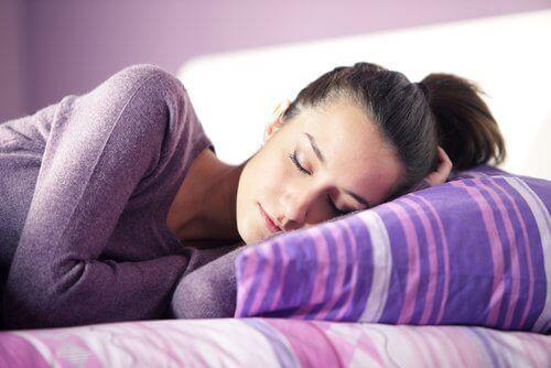 γυναίκα ύπνος