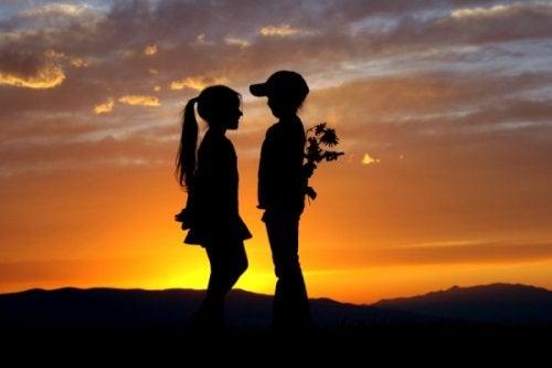 8 λόγοι που δεν ξεχνάτε ποτέ την πρώτη αγάπη μας