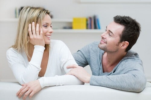 Γυναίκα με ισχυρή προσωπικότητα - Ζευγάρι συζητά