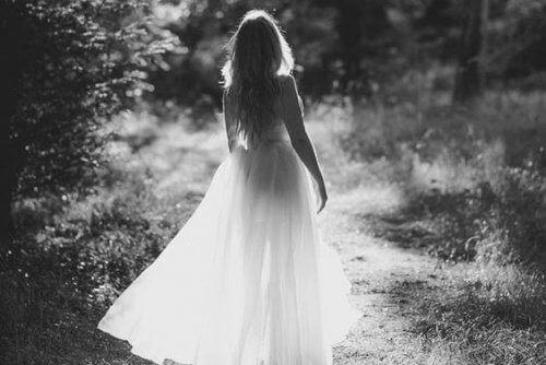 κορίτσι, δάσος με τα δικά μας φτερά