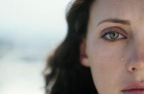 Γυναίκα με ισχυρή προσωπικότητα - Γυναίκα δακρύζει