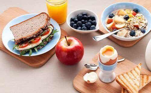 5 απλά βήματα για την απώλεια βάρους στο πρωινό και το δείπνο