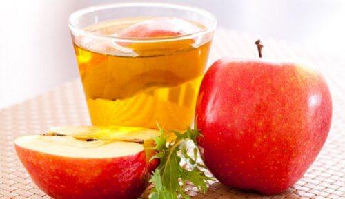 Πρησμένα ούλα - Μηλόξυδο σε ποτήρι και μήλα