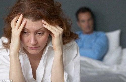 Γνωρίστε τους 6 τύπους αρνητικής ενέργειας - Γυναίκα θλιμμένη