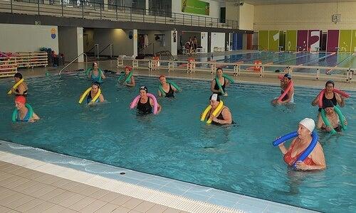 Οστεοαρθρίτιδα στον αστράγαλο - Γυναίκες σε πισίνα