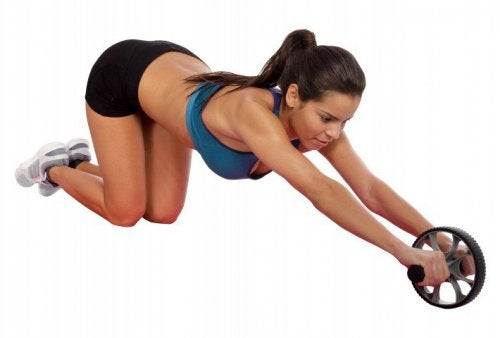 Άσκηση με τροχό για τολίπος στην κοιλιά