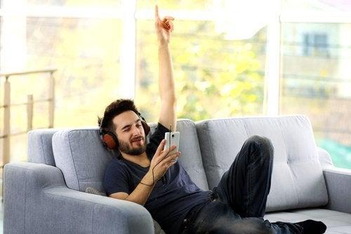καναπές, μουσική