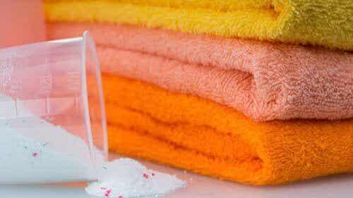 5 τρόποι να λευκάνετε τις πετσέτες χωρίς σκληρά χημικά