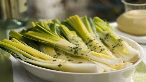 5 λόγοι για να συμπεριλάβετε τα πράσα στο βραδινό σας γεύμα