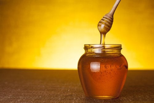 μέλι σε γυάλινο