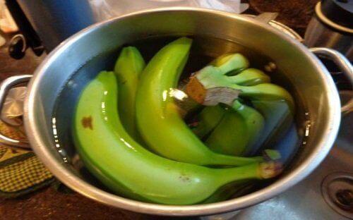 Μπανάνες σε νερό