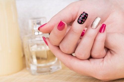 ιοί και λοιμώξεις σπό τα ακρυλικά νύχια