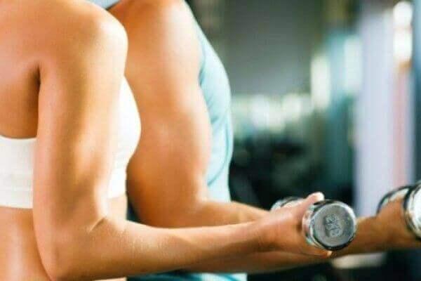 δυνατά οστά και μύες, η κατανάλωση χυμού αγγουριού κάνει καλό