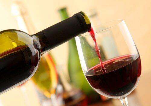 8 οφέλη του κόκκινου κρασιού