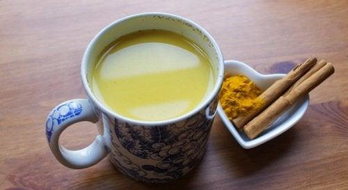 Ρόφημα με μέλι, κανέλα και κουρκουμά για τόνωση του εγκεφάλου