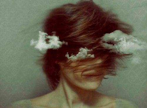 διακινητές ενοχής Κεφάλι στα σύννεφα