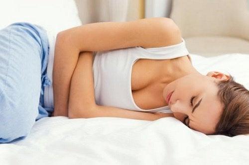 οι ασθενείς με ενδομητρίωση Γυναίκα με πόνους περιόδου