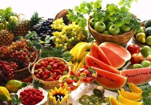 Άφθονα φρούτα και λαχανικά