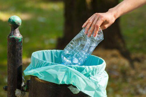 σακούλα σκουπιδιών, πλαστικά μπουκάλια