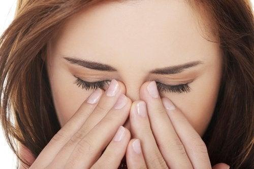 Τρίψιμο ματιών από τα λάθη που κάνετε φροντίζοντας τα μάτια