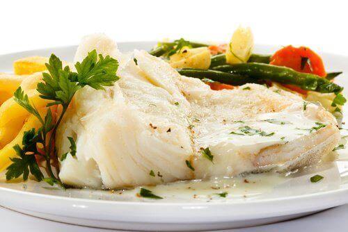 αναλογίες τροφών Βραστό ψάρι με λαχανικά