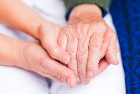 χέρια, αρθριτικά -αιθέριου ελαίου κανέλας