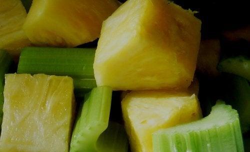 Ανανάς με σέλινο- Οφέλη της καθημερινής κατανάλωσης ανανά