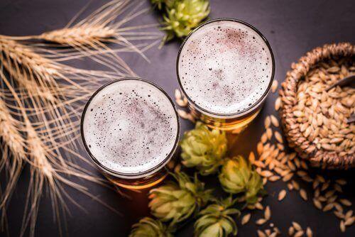 Ποτήρια μπύρας και σιτάρι, ωφέλειες της μπύρας
