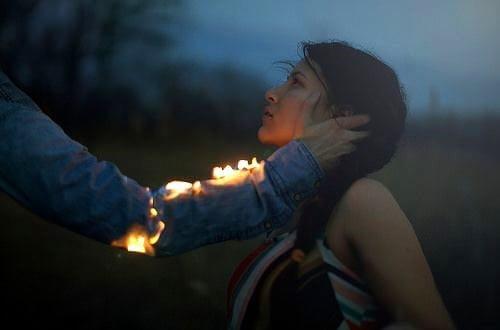 φωτιά, γυναίκα