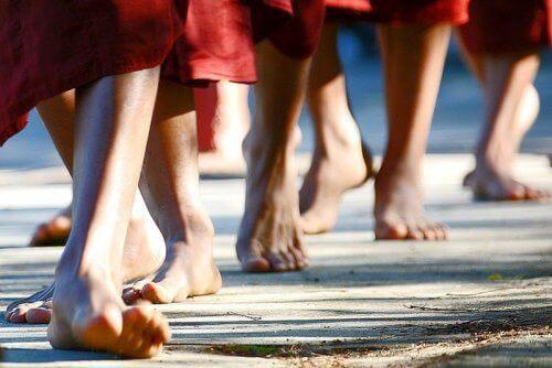 Διαλογιστείτε όσο περπατάτε για να εξαλείψετε τα αρνητικά συναισθήματα
