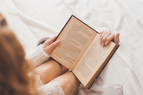 Διαβάζοντας ένα βιβλίο- χρήσεις του κορν φλάουρ
